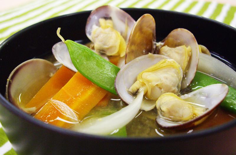 あさりと野菜の洋風みそ汁